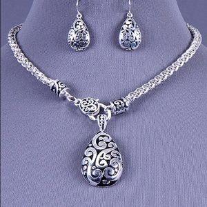 Jewelry - Pendant Necklace Set